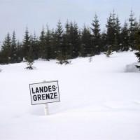 Meterhoch Schnee an der Grenze